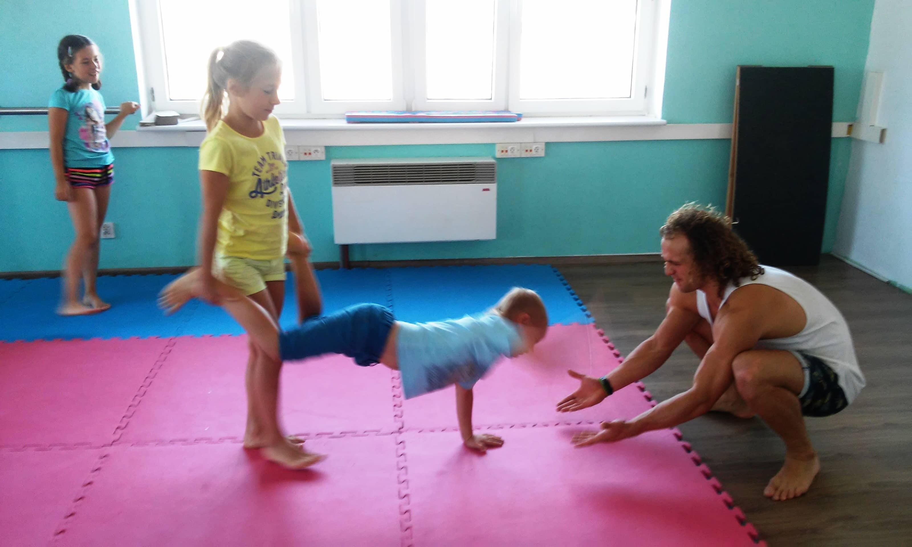 i wzmacniamy ciałko na akrobatyce- PIONA:)!!