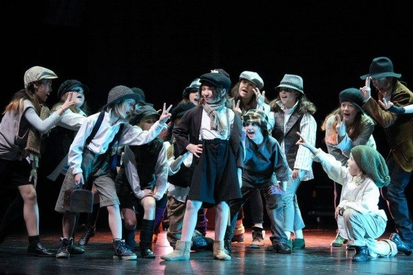 Oliver Twist Akademia Artystyczna w Teatrze Szekspirowskim zdjęcie Prestiż Magazyn Trójmiejski