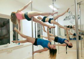 pole dance trenerka Przybysz Asia ze swoimi kursantkam