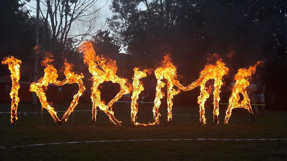 napis w ogniu fireshow